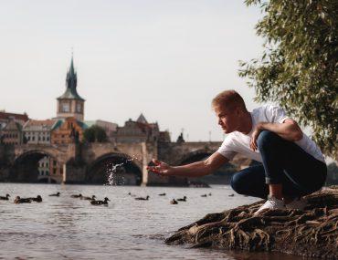 Pánské focení v Praze na Karlově mostě